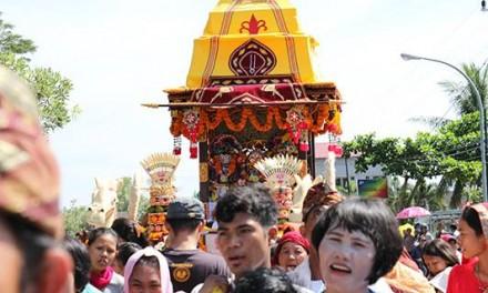 कुआला कपुअस, इंडोनेशिया में प्रथम रथयात्रा