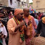 devotees-doing-kirtan-during-rathayatra-in Karanchi-Pakistan
