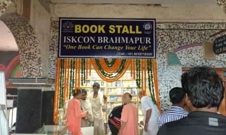 ब्रह्मपुर रेलवे स्टेशन पर प्रथम 'इस्कॉन बुक स्टाल' का उद्घाटन