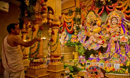 क्या मंदिरों के बड़े अनुष्ठानों में इतना धन व्यय करने से बेहतर नहीं होगा कि हम भूखे लोगों को भोजन कराएं ?