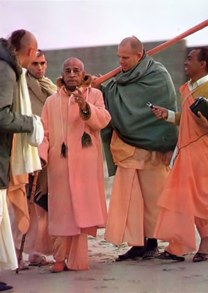 prabhupada-with-brahmananda-svarupa-damodar-and-sruta-kirti