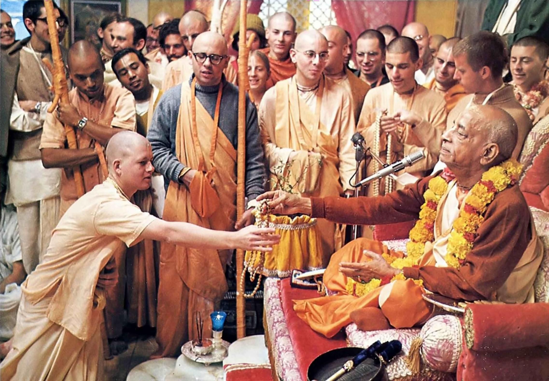 हरे कृष्ण आंदोलन किसने आरम्भ किया ?