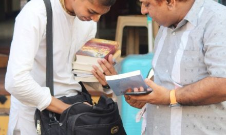 नवसारी (गुजरात) की अद्भुत रथयात्रा एवं पुस्तक वितरण